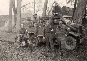 Line crew 2nd Divisional Signals WW2.jpg