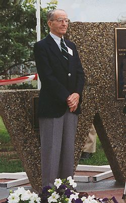 Ted Folwell photo at NWT and Y Monument 1995.jpg